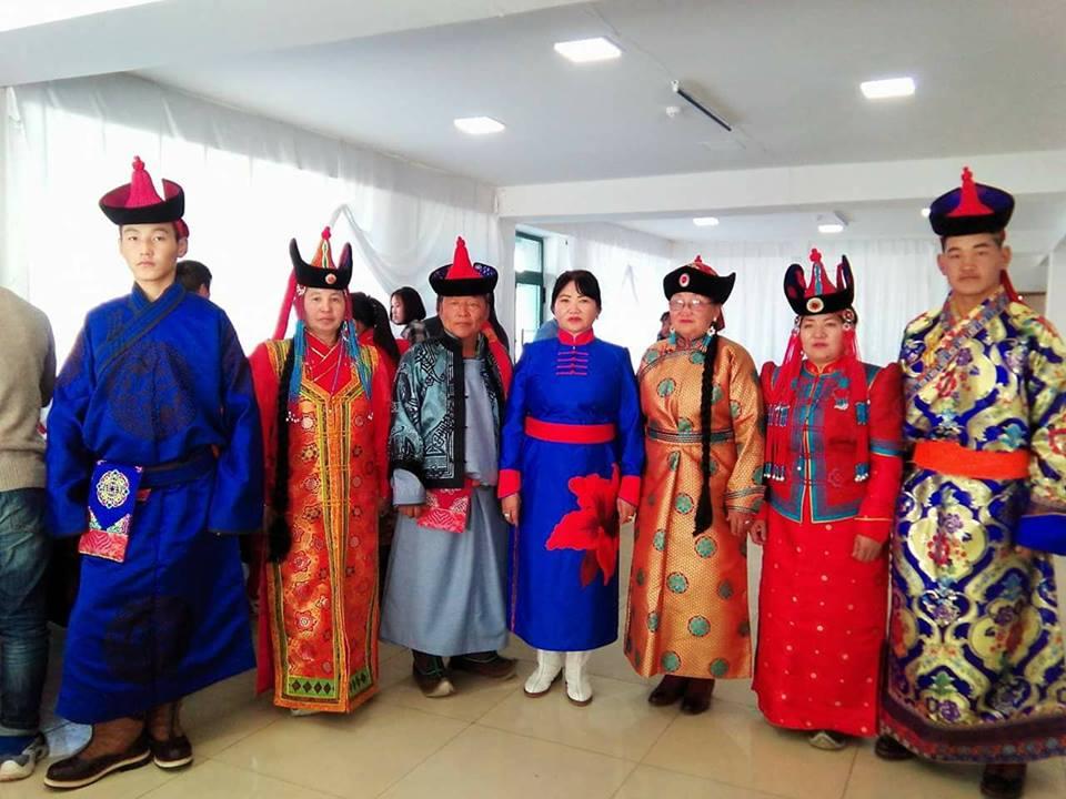 МОНГОЛ ГОЁЛ  Монгол малгай, дээл, хантааз, хүрэмний үйлдвэрлэл